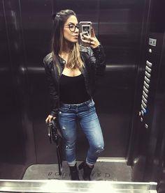 """54.6 mil curtidas, 150 comentários - GABI BRANDT (@gabibrandt) no Instagram: """"a louca do espelho de elevador ataca novamente"""""""