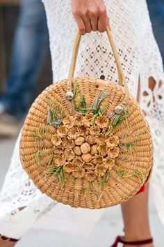 In the Bag - The Most Inspiring Street Style at NYFW Spring 2017 - Photos - Daily Fashion Outfits Hippie Chic, Boho Chic, New York Fashion Week Street Style, Spring Street Style, Street Fashion, It Bag, Straw Handbags, Purses And Handbags, Daily Fashion