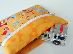 Snap Trap Little Kids' Wallet Tutorial  - uses the metal measuring tape to close