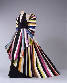 1982 Evening Gown by Roberto Capucci called Serpentine Vintage Dresses, Vintage Outfits, Vintage Fashion, Vintage Couture, Fashion Art, Fashion Show, Fashion Outfits, Gown Gallery, Italian Fashion Designers