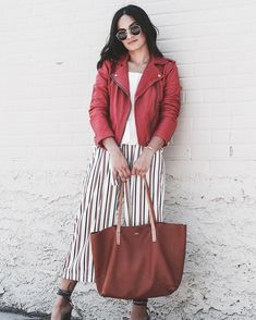 @chelseaasoflate featuring the Brooklyn Tote, the bag that can take you from the work week to the weekend. #tgif Click the link in our bio and get yourself one!