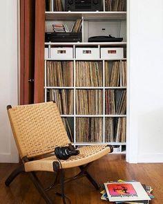 What are you listening to today? Tell us in the comment section :) #vinyloftheday #vinyligclub #vinylporn #instavinyl #vinyl #vinylcommunity #vinylcollection #vinylcollectionpost #vinylcollector #recordcollector #recordcollection #vinyladdict #vinyljunkie #records #lp #music #recordroom #cratedigging #cratedigger #recordcollection #recordcollector #dj #roomoftheday