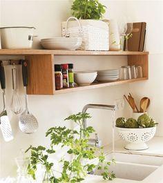 Estante de madera para orden y almacenaje en la cocina