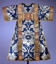 Medieval ecclesiastic. Italian blue & gold silk damask. Facings metallic & silk c.1450. Museum Schnütgen, Cologne
