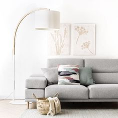 Modal floor lamp white lampshade and wooden body - lampes White Floor Lamp, White Lamp Shade, Living Room Designs, Living Room Decor, Bedroom Decor, Cozy House, Apartment Living, Entryway Decor, Flooring