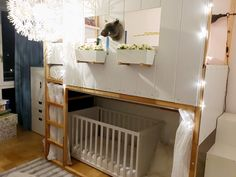 High bed / bunk bed with baby cot. IKEA Kura hack with two Kura's as basis. Diy highbed.