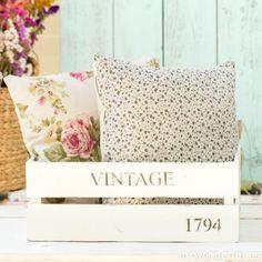 Caja de madera blanca estilo vintage