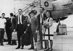 Em 1966, desembarcando em Congonhas de uma turnê internacional, acompanhada do Zimbo Trio.