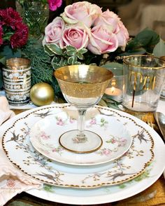 For pulling out all the stops, using your finest antique dishes, silver, and linens to create table settings are as magical as the holiday itself. French Christmas, Victorian Christmas, Retro Christmas, Vintage Holiday, Christmas Ideas, Christmas Table Settings, Christmas Tablescapes, Holiday Tables, French Table Setting