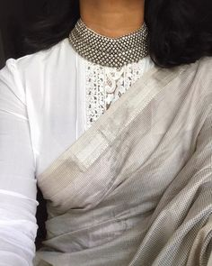 Cotton Saree Blouse Designs, Blouse Neck Designs, Trendy Sarees, Stylish Sarees, Indian Fashion Dresses, Fashion Outfits, Dress Outfits, Saree Jewellery, Silver Jewellery