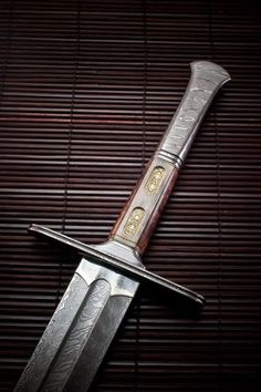 Damask Sword beautiful, wish I had one