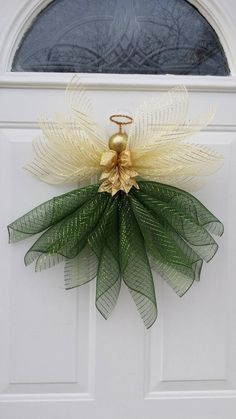 Best 12 Made to order Angle skirts made of 21 deco mesh and wings 10 deco mesh. Christmas ornament for the head with a tinsel chenille wire for the halo. If I do white wings, I use silver ornament/chenille If I do gold wings, I use gold ornament/chenille Christmas Angel Ornaments, Handmade Christmas Decorations, Xmas Decorations, Silver Ornaments, Angel Crafts, Christmas Projects, Holiday Crafts, Holiday Decor, Simple Christmas