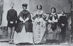 Sisi posing with her siblings to Possenhofen