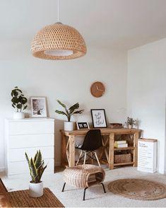 Desk Decor Ideas & Fun Accessoris Organization DIYs for your desk Dyi, Apartment Needs, Farmhouse Interior, Farmhouse Bedrooms, Décor Boho, Lounge, Home Office Decor, House Rooms, Home Decor Inspiration