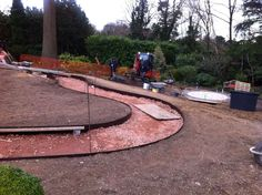 EverEdge steel landscape edging is perfect for creating curved pathways