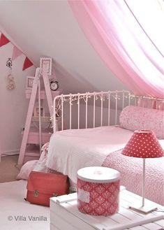 kids room//pink//red..
