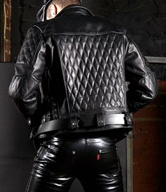 Men's Leather Jackets: How To Choose The One For You. A leather coat is a must for each guy's closet and is likewise an excellent method to express his individual design. Leather jackets never head out of styl Leather Jeans, Biker Leather, Black Leather, Leather Jackets, Leather Fashion, Mens Fashion, Leder Outfits, Jacket Brands, Stylish Men