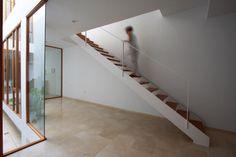 Gallery of Living Around a Patio / Julio Barreno - 5
