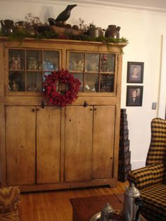 To Dwell In Primitive Thymes: TDIPT Presents…. To Dwell In Primitive Thymes: TDIPT Presents…. Primitive Living Room, Primitive Homes, Primitive Kitchen, Primitive Antiques, Country Primitive, Primitive Decor, Primitive Christmas, Primitive Bedding, Primitive Curtains
