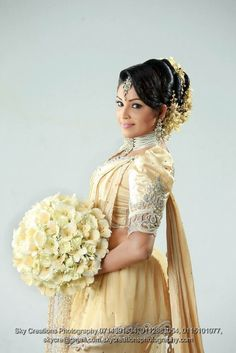 How To Do Kandyan Bridal Makeup : 1000+ images about Bridal Dresses on Pinterest Bridal ...