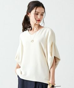Oversized sleeves that have been tacked instead of a roll tab StitchFix I would try this style. This color is good. Or a jewel tone Fashion Images, Fashion Details, Love Fashion, Womens Fashion, Fashion Design, Zara Kids, Couture Tops, Blouse And Skirt, Colourful Outfits