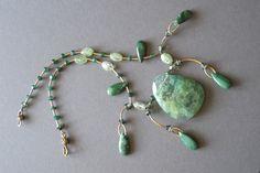 """Collar--""""Magia verde""""--piedras semi preciosas"""