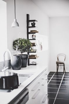 Black & White color scheme is never trendy #blackandwhite #interiordesign #kitchen -