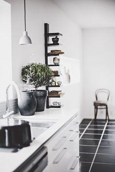 Black & White color scheme is never trendy #blackandwhite #interiordesign #kitchen -