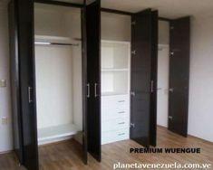 Restauraciones de muebles hierro y maderas. 5 #closet #closet #modernos Wooden Wardrobe Closet, Bedroom Built In Wardrobe, Closet Bedroom, Bedroom Cupboard Designs, Bedroom Cupboards, Wadrobe Design, Almirah Designs, Modular Wardrobes, Paint Colors For Living Room