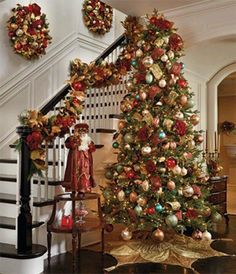 Cristhmas Tree Decorations Ideas : I love the idea of hanging wreaths on the wall going up the stairs. - Ask Christmas - Home of Christmas Inspiration & Deals Decoration Christmas, Noel Christmas, Primitive Christmas, Winter Christmas, Christmas Tree Decorations, Red And Gold Christmas Tree, Christmas Garlands, Christmas Lights, Christmas Staircase
