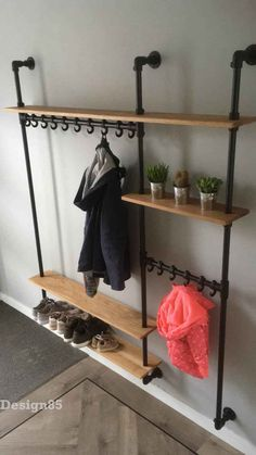 Industrial coat rack Hip - This Industrial coat rack Hip is specially made to measure. The shelves are made of oak with a natural color. Normally the coat rack rests on the foot plates … Garderobe Design, Diy Garderobe, Industrial Coat Rack, Flur Design, Hallway Ideas Entrance Narrow, Hallway Inspiration, Pipe Furniture, Home Organization, Home Projects