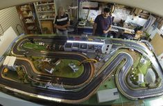Slot Car Race Track, Slot Car Racing, Slot Car Tracks, Slot Cars, Race Tracks, Ho Scale Train Layout, Ho Scale Trains, Train Layouts, Scalextric Track