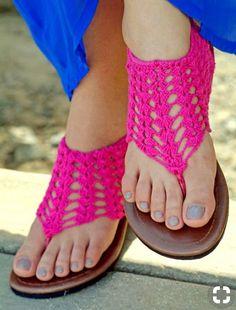 Short Gladiator Flippies pattern by Simone Gattis Crochet Sandals, Crochet Boots, Crochet Slippers, Crochet Clothes, Knit Crochet, Crochet Shoes Pattern, Shoe Pattern, Crochet Patterns, Crochet Flip Flops