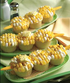 Corn-on-the-Cob Cupcakes AKA Corn-on-the-Cobcakes. Cupcakes topped with yellow, cream and/or white Jelly Belly jelly beans Starburst or Laffy Taffy yellow fruit chews black white decorating sugar to look like Corn on the Cob. Cute for a party or a BBQ. Recettes Martha Stewart, Martha Stewart Recipes, Cupcake Recipes, Cupcake Cakes, Dessert Recipes, Potluck Recipes, Potluck Ideas, Dessert Healthy, Big Cupcake