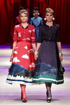 「サカイ(SACAI)」と「アンダーカバー(UNDERCOVER)」は20日、「アマゾン ファッション ウィーク東京(Amazon Fashion Week TOKYO)」内のアマゾン ファッションが主催するプログラム「アット トーキョー(AT TOKYO)」で合同の凱旋ショーを行った。会場は東京・信濃町の聖徳記念絵画