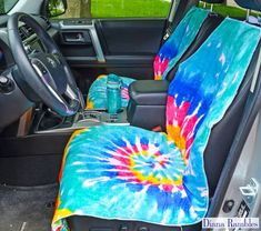 Need to protect your car seats from wet or dirty summer bodies? Make this easy waterproof seat cover to protect your car's upholstery. Sewing Patterns Free, Sewing Tutorials, Sewing Projects, Sewing Diy, Free Sewing, Sewing Ideas, Waterproof Car Seat Covers, Loom Blanket, Stroller Cover