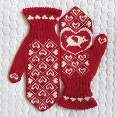 Flying Pigs Mittens by Kathy Lewinski..a good ol' MN girl! I just adore these! And the pattern is free. Doesn't get much better than that.