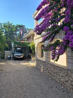 Das ferienhausvirCroatia-vitomirglavas liegt nur 200 m vom Strand Brdonja entfernt und bietet Unterkünfte in Vir mit Zugang zu einem Restaurant, einer...