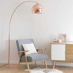 Stehlampe aus kupferfarbenem Metall und Plexiglas®, Floor lamp in copper-colored metal and Plex Copper Floor Lamp, Diy Floor Lamp, Decorative Floor Lamps, Swing Arm Floor Lamp, Cool Floor Lamps, Metal Floor, Contemporary Floor Lamps, Modern Floor Lamps, Copper Living Room