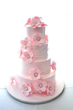 A very romantic wedding cake by Icing for Joy