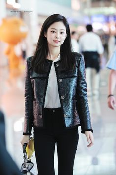 Your source of news on YG's current biggest girl group, BLACKPINK! Please do not edit or remove the logo of any fantakens posted here. Blackpink Fashion, Korean Fashion, Womens Fashion, Korean Airport Fashion, Blackpink Outfits, Fashion Outfits, Blackpink Jennie, Jenny Kim, Kpop Mode