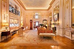 Joan Rivers penthouse apartment which has been listed for million dollars - check out the Versailles style decor! New York Penthouse, Manhattan Penthouse, Luxury Penthouse, Penthouse Apartment, York Apartment, Apartment Ideas, Manhattan Apartment, 4 Bedroom Apartments, Apartments For Sale