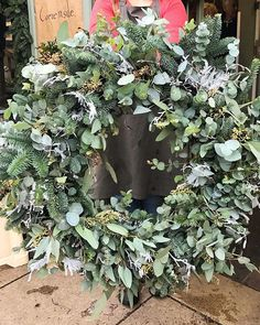 This is an absolutely huge door wreath with frosty winter touches. How amazing would this Christmas wreath look on your door? ALL that texture, and a lovely frosty twist. Gold Christmas Decorations, Christmas Door Wreaths, Fresh Wreath, Corona Floral, Outdoor Christmas, Green Christmas, Christmas Ideas, Wedding Wreaths, Christmas Wonderland