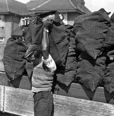 Do you remember whencoal was delivered like this! Yes I do by Mr Hoggins and son from,I think Whatcote. Do you remember whencoal was delivered like this! Yes I do by Mr Hoggins and son from,I think Whatcote.