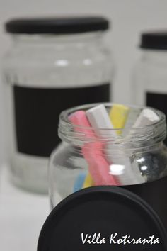 DIY: Lasipurkit liitutauluetiketillä / Glass jars with chalkboard label. / Easy to make, can be given for example as a beautiful Christmas present. Chalkboard Labels, Beautiful Christmas, Christmas Presents, Glass Jars, Canning, Easy, How To Make, Xmas Gifts, Glass Pitchers