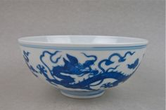 A FINE B/W BOWL DECORATED AT EXTERIOR WITH A PAIR OF DRAGON CHASING FLAMING PEARL AMONG CLOUDS SCROLLS. DA QING QIAN LONG NIEN ZHE SEAL MARK AND OF THE PERIOD. DIAMETER: 15 cm.