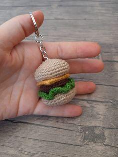 Amigurumi Hamburger Porte-clés - Crochet Keychain, Crochet Earrings, Amigurumi For Beginners, Amigurumi Doll, Small Gifts, Free Pattern, Knit Crochet, Diy And Crafts, Knitting