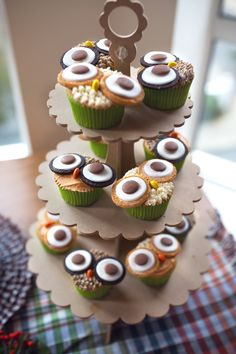 Owl cupcakes at a Woodland Themed 1st Birthday Party via Kara's Party Ideas KarasPartyIdeas.com Cake, tutorials, giveaways, banners, printables and more! #woodland #woodlandparty #firstbirthday genderneutral #karaspartyideas (10)