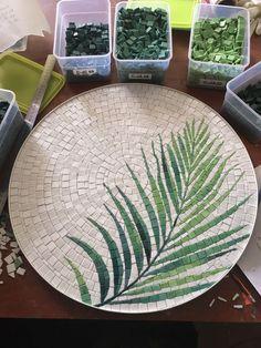 Mosaic Tile Art, Mosaic Artwork, Mirror Mosaic, Mosaic Glass, Stone Mosaic, Mosaic Art Projects, Mosaic Crafts, Mosaic Furniture, Mosaic Flowers