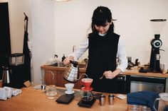 Misako brewing @andcoffeeroasters Costa Rica El Con-Quistador. Coffee from all over Japan in Kyoto